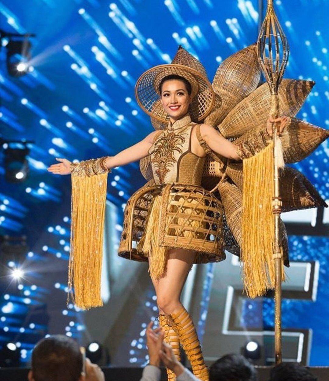 Chủ nhân National Costume Nàng Mây thiết kế váy tàu điện Metro cho Khánh Vân: Cổng trường cũng thành trang phục cực chất Ảnh 19