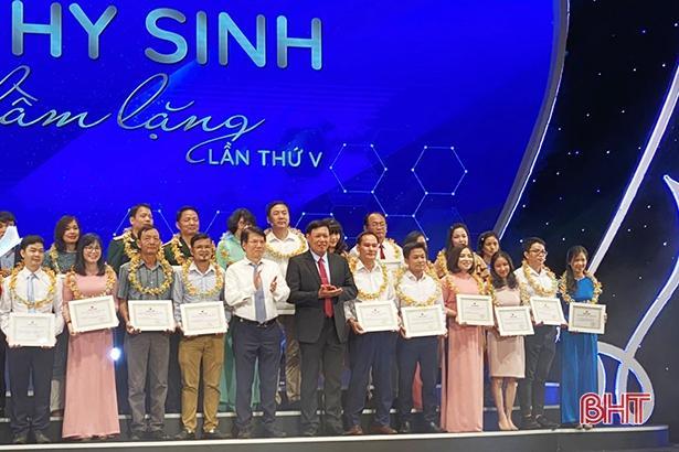 Cán bộ CDC Hà Tĩnh đoạt giải ba cuộc thi viết 'Sự hy sinh thầm lặng' lần thứ 5 Ảnh 1