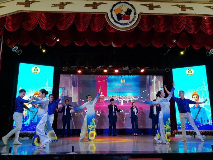 Nghệ sĩ Thành phố mang tên Bác hát về tổ chức Công đoàn Ảnh 1