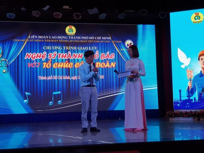 Nghệ sĩ Thành phố mang tên Bác hát về tổ chức Công đoàn Ảnh 2