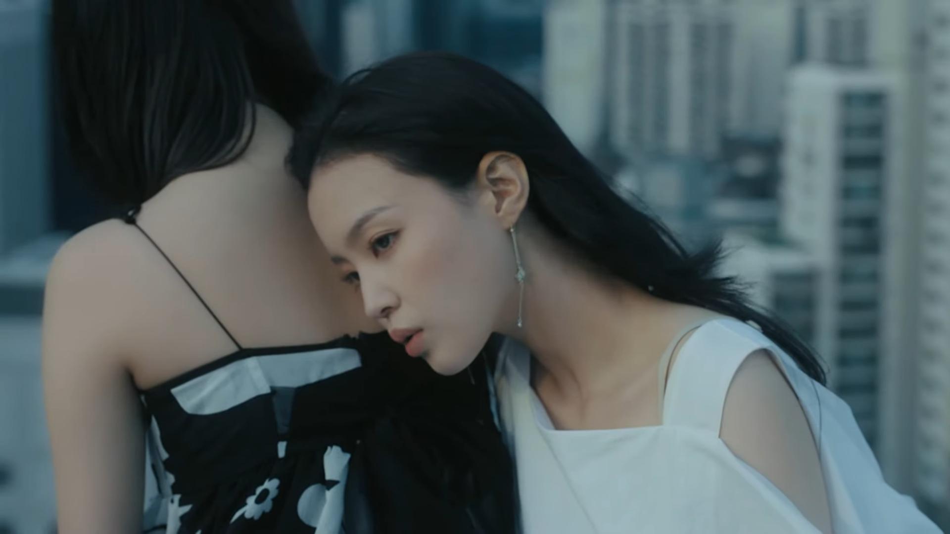 Lee Hi chính thức tái xuất với Holo: MV nặng tâm lý nhưng nhạc lại hao hao một bản hit đình đám của Meghan Trainor Ảnh 4