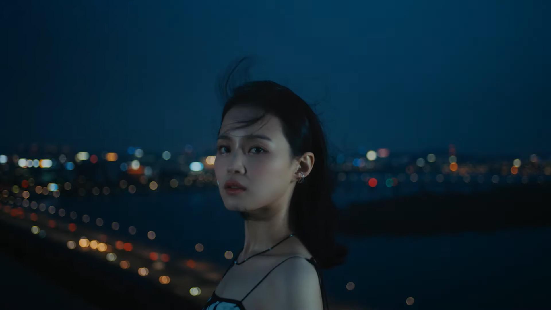 Lee Hi chính thức tái xuất với Holo: MV nặng tâm lý nhưng nhạc lại hao hao một bản hit đình đám của Meghan Trainor Ảnh 11