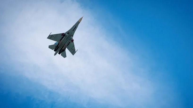 Máy bay chiến đấu Su-27 Nga chặn máy bay trinh sát Mỹ trên biển Đen Ảnh 1