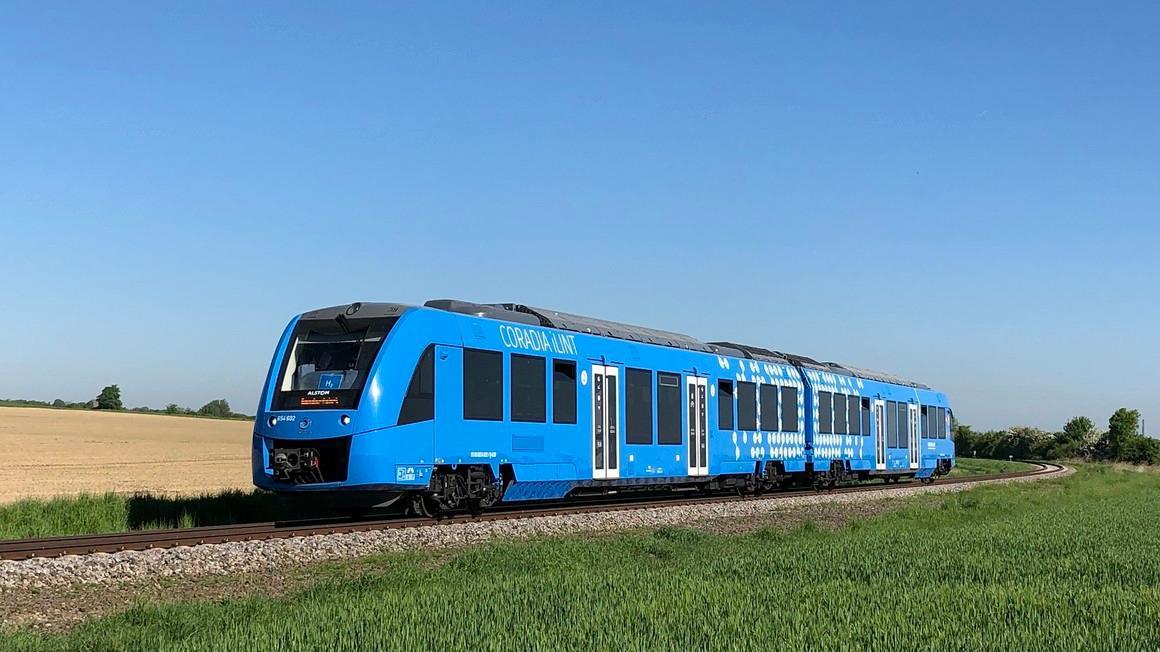 Cận cảnh tàu hỏa chạy bằng không khí đầu tiên trên thế giới Ảnh 5