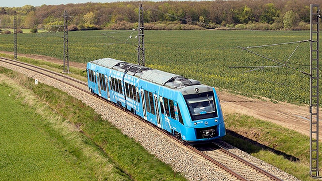 Cận cảnh tàu hỏa chạy bằng không khí đầu tiên trên thế giới Ảnh 3