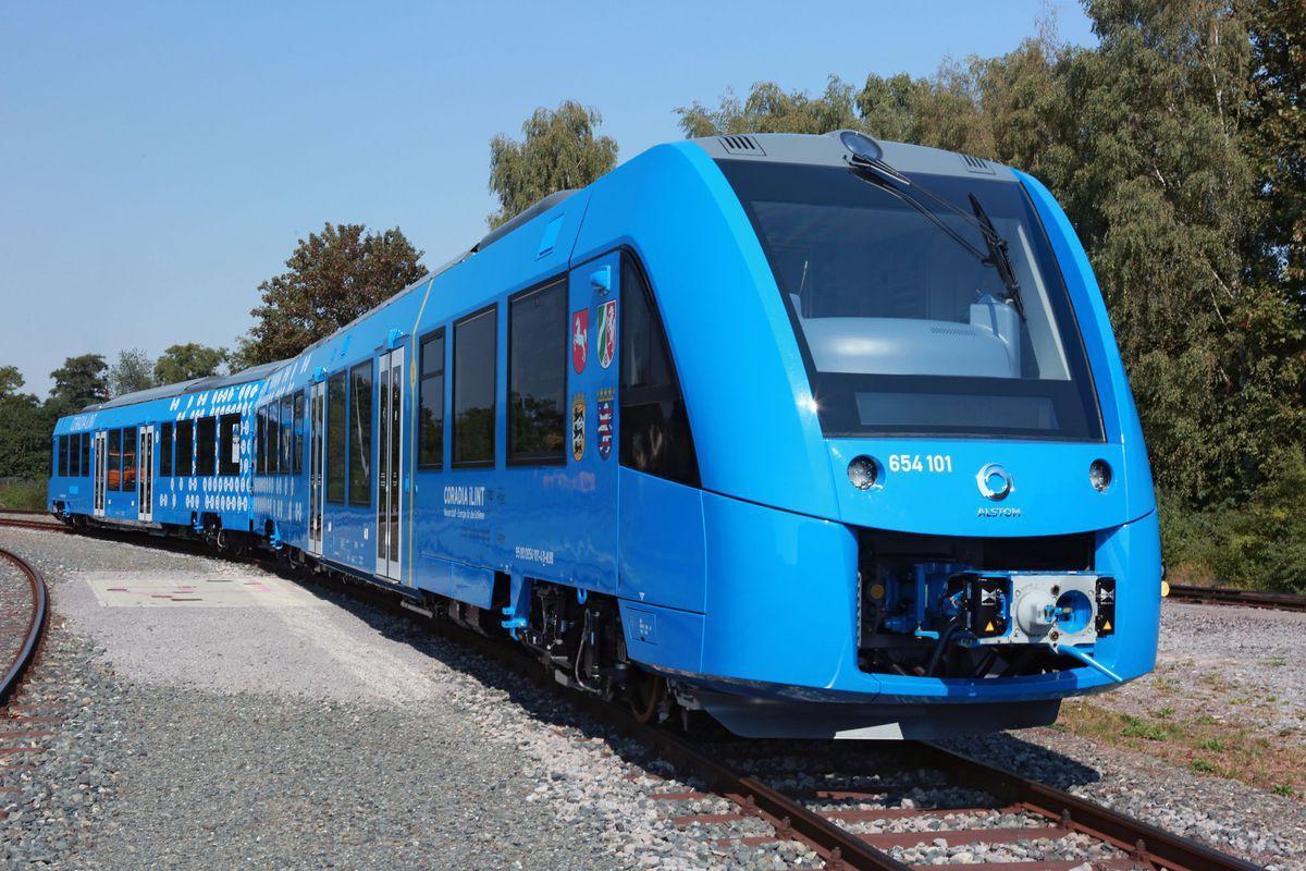 Cận cảnh tàu hỏa chạy bằng không khí đầu tiên trên thế giới Ảnh 2