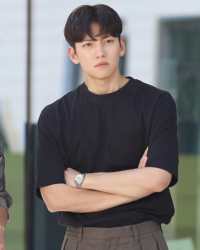 Ji Chang Wook và Kim Ji Won cân nhắc tham gia phim lãng mạn mới của đạo diễn 'Điên thì có sao' Ảnh 6