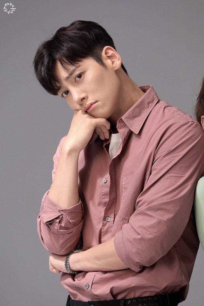Ji Chang Wook và Kim Ji Won cân nhắc tham gia phim lãng mạn mới của đạo diễn 'Điên thì có sao' Ảnh 1