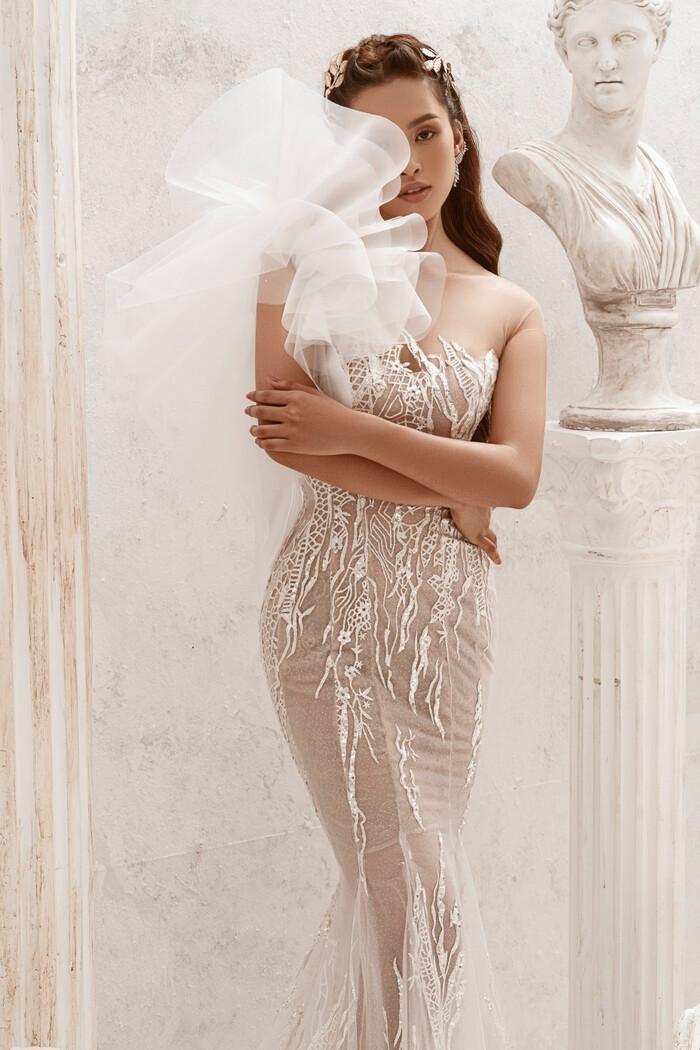 Hoa hậu Tiểu Vy hóa nữ thần trễ nải, dung mạo quyến rũ ai nhìn cũng đắm say Ảnh 12
