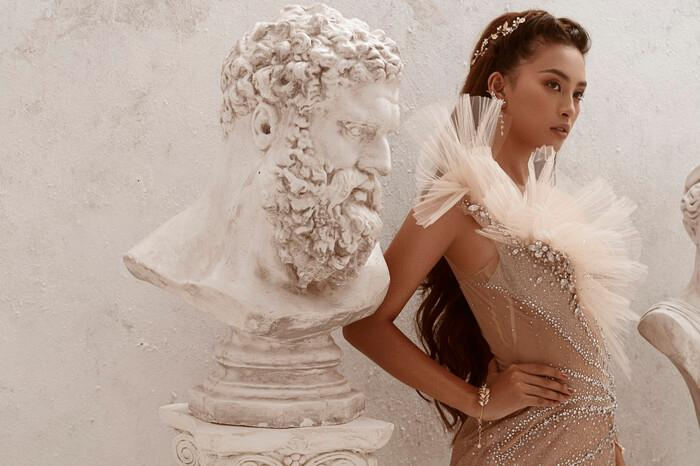 Hoa hậu Tiểu Vy hóa nữ thần trễ nải, dung mạo quyến rũ ai nhìn cũng đắm say Ảnh 1