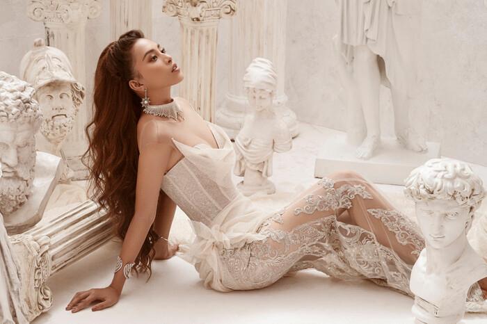 Hoa hậu Tiểu Vy hóa nữ thần trễ nải, dung mạo quyến rũ ai nhìn cũng đắm say Ảnh 8