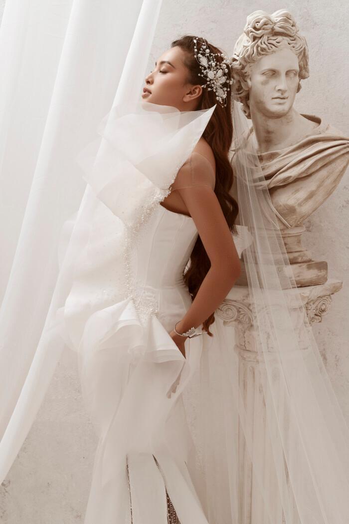 Hoa hậu Tiểu Vy hóa nữ thần trễ nải, dung mạo quyến rũ ai nhìn cũng đắm say Ảnh 16