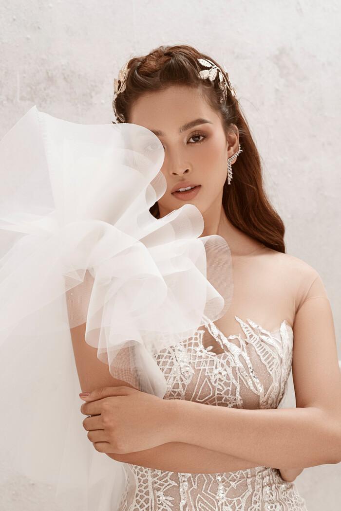 Hoa hậu Tiểu Vy hóa nữ thần trễ nải, dung mạo quyến rũ ai nhìn cũng đắm say Ảnh 13