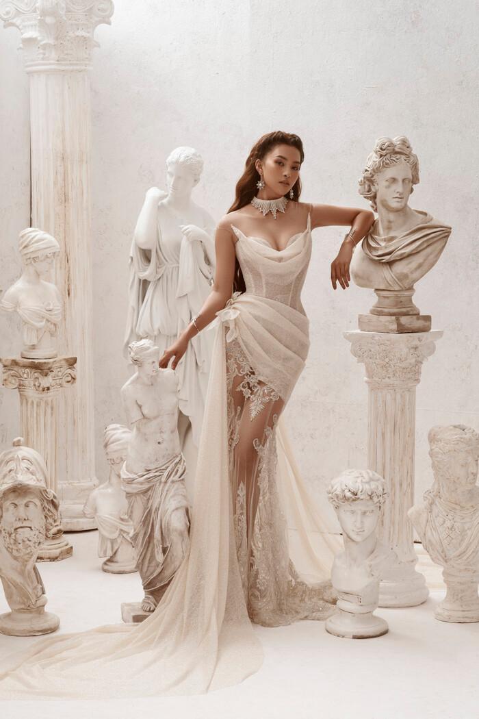 Hoa hậu Tiểu Vy hóa nữ thần trễ nải, dung mạo quyến rũ ai nhìn cũng đắm say Ảnh 5