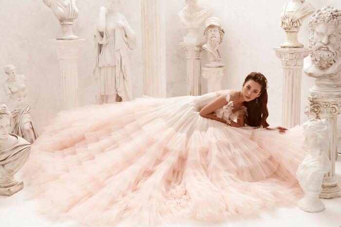 Hoa hậu Tiểu Vy hóa nữ thần trễ nải, dung mạo quyến rũ ai nhìn cũng đắm say Ảnh 11