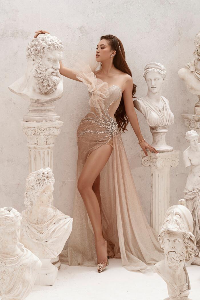 Hoa hậu Tiểu Vy hóa nữ thần trễ nải, dung mạo quyến rũ ai nhìn cũng đắm say Ảnh 2
