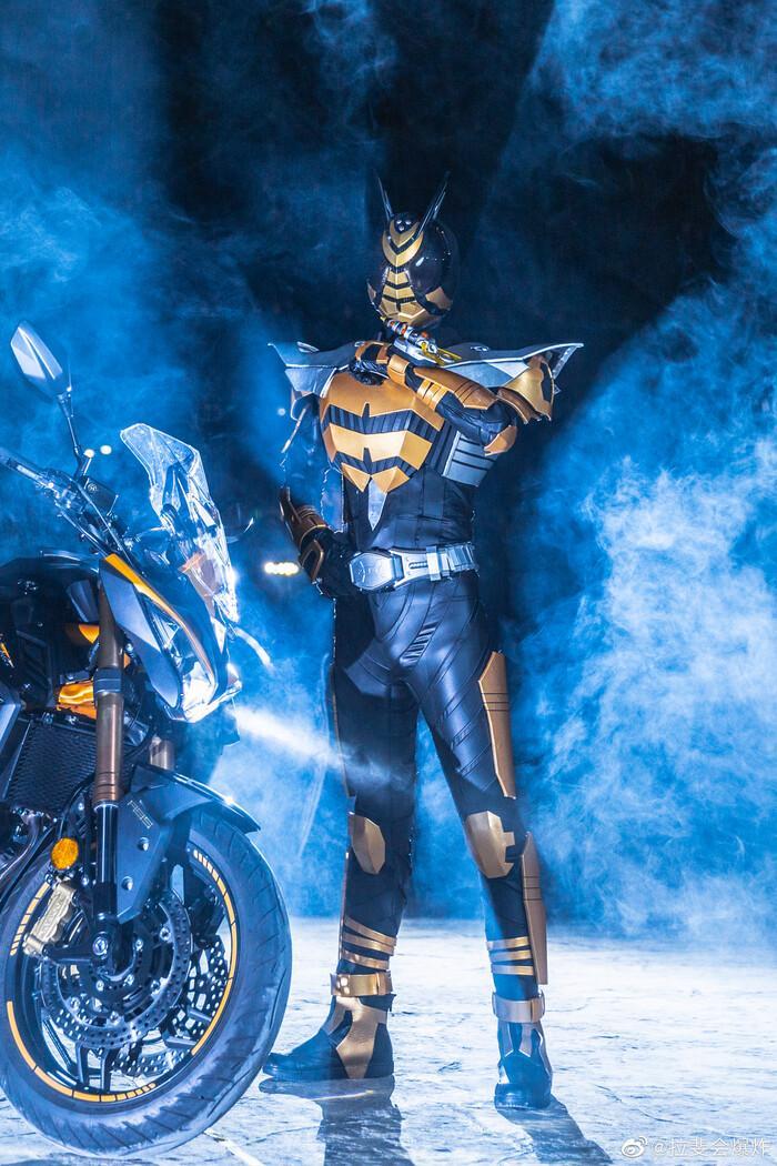 Ngắm bộ ảnh cosplay Kamen Rider The Bee siêu đẳng cấp của các fan Ảnh 4