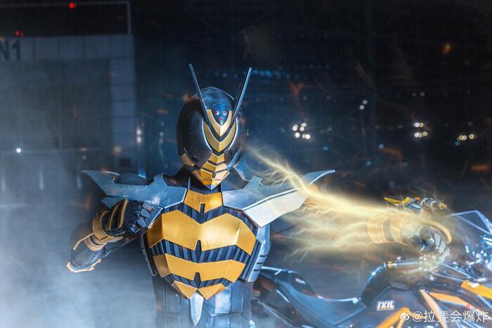 Ngắm bộ ảnh cosplay Kamen Rider The Bee siêu đẳng cấp của các fan Ảnh 1