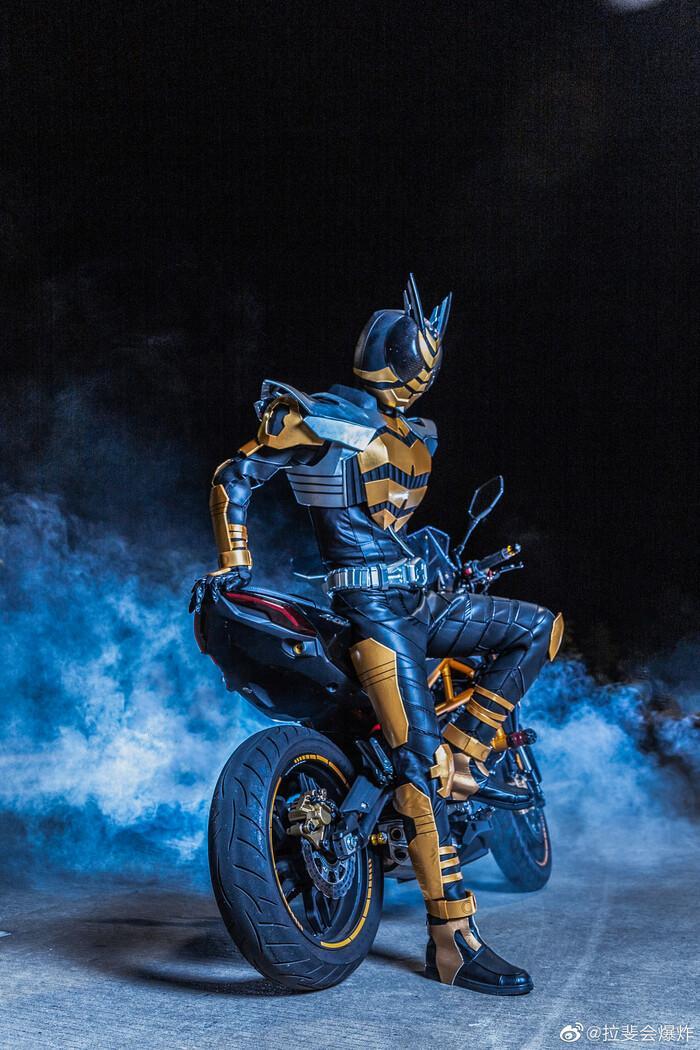 Ngắm bộ ảnh cosplay Kamen Rider The Bee siêu đẳng cấp của các fan Ảnh 5