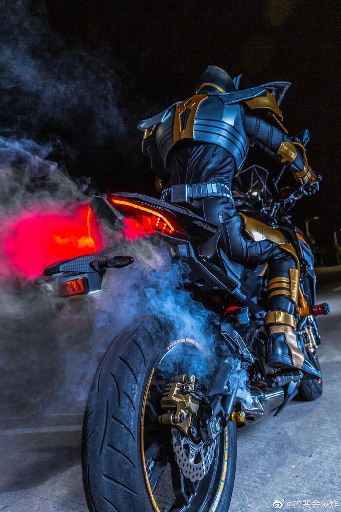 Ngắm bộ ảnh cosplay Kamen Rider The Bee siêu đẳng cấp của các fan Ảnh 6