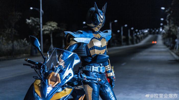 Ngắm bộ ảnh cosplay Kamen Rider The Bee siêu đẳng cấp của các fan Ảnh 7
