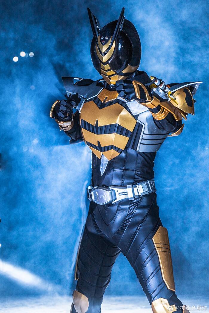 Ngắm bộ ảnh cosplay Kamen Rider The Bee siêu đẳng cấp của các fan Ảnh 3