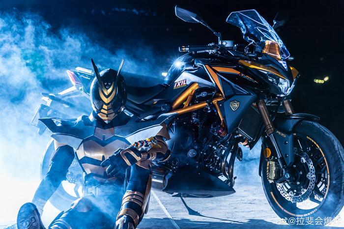 Ngắm bộ ảnh cosplay Kamen Rider The Bee siêu đẳng cấp của các fan Ảnh 2