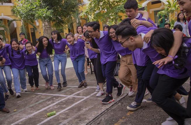 Ngày chia tay cuối cấp của học sinh Trường THPT Trưng Vương Ảnh 10