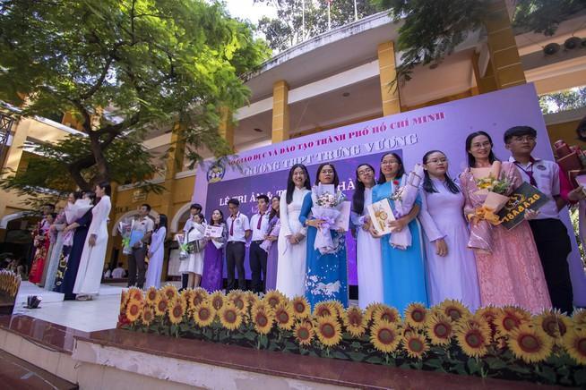 Ngày chia tay cuối cấp của học sinh Trường THPT Trưng Vương Ảnh 1