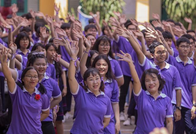 Ngày chia tay cuối cấp của học sinh Trường THPT Trưng Vương Ảnh 8