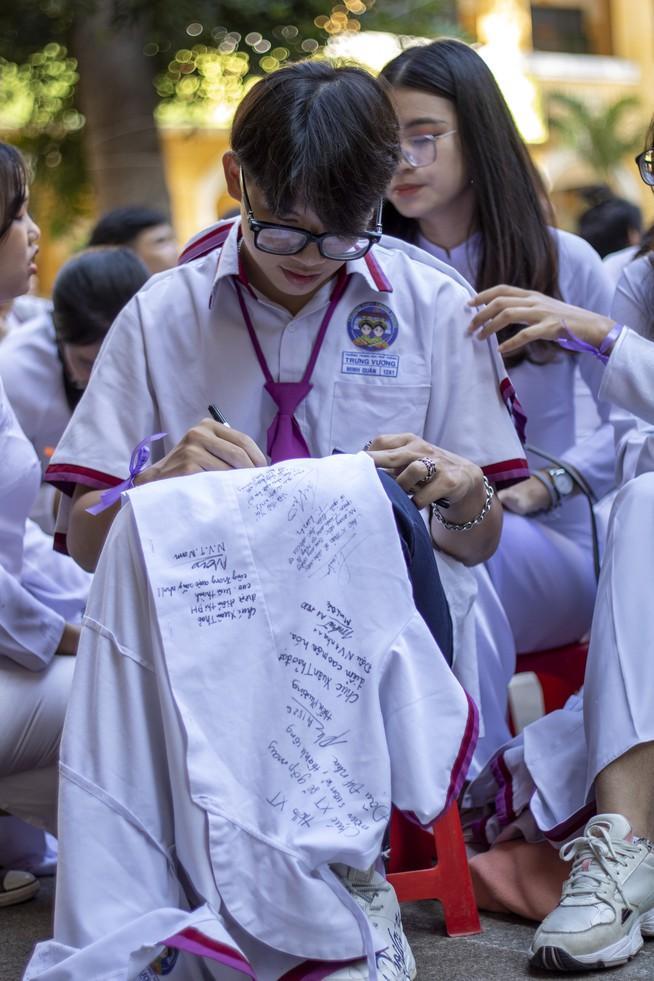 Ngày chia tay cuối cấp của học sinh Trường THPT Trưng Vương Ảnh 5