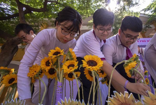 Ngày chia tay cuối cấp của học sinh Trường THPT Trưng Vương Ảnh 7