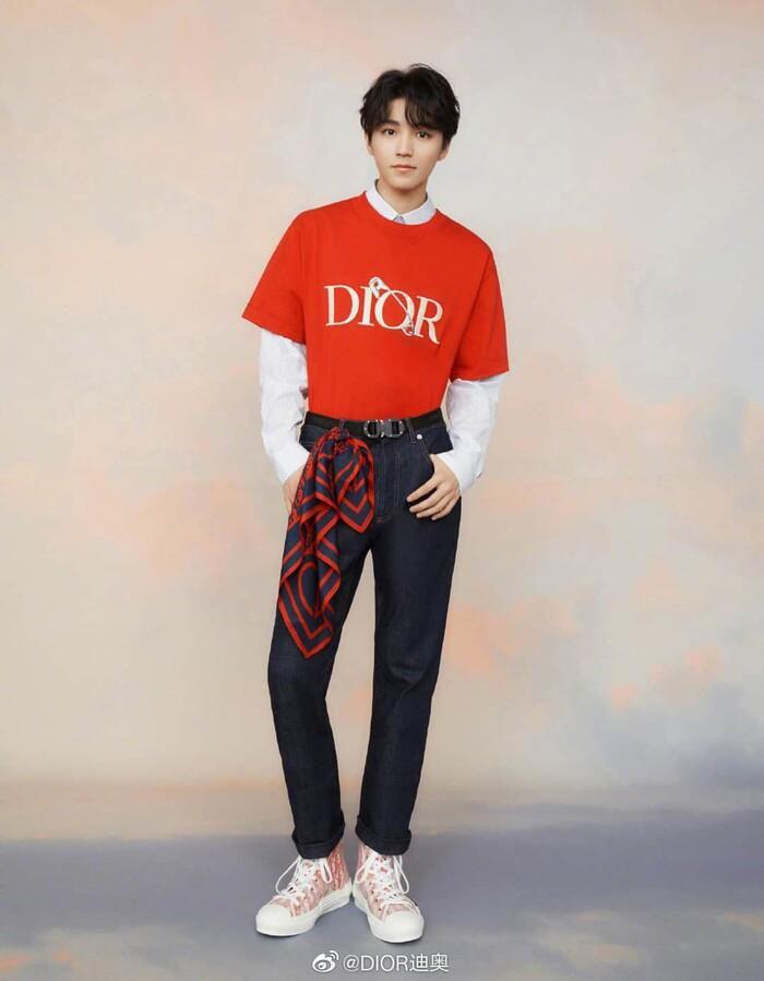 Vương Tuấn Khải mặc trang phục DIOR chất ngất, hì hụi trong phòng tập gym Ảnh 4
