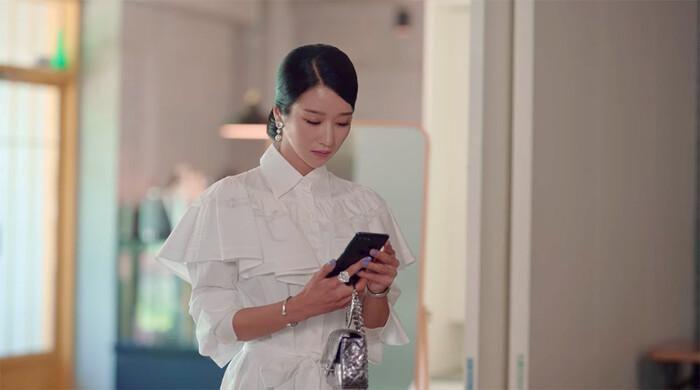 'Điên nữ' Seo Ye Ji gây bão mạng xã hội Hàn với phục sức hơn 2 tỷ đồng Ảnh 5