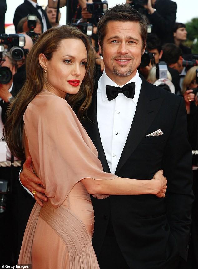 Brad Pitt đội mũ bảo hiểm, lái xe mô tô cực ngầu đến thăm nhà vợ cũ Ảnh 8