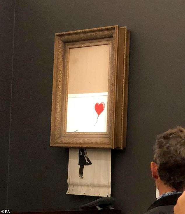 Sửng sốt bức tranh của Banksy trị giá 31 tỷ đồng tự động bị tiêu hủy Ảnh 5