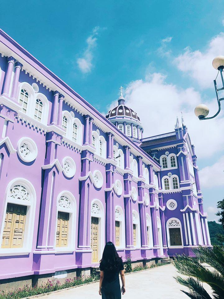 Nhà thờ màu tím, hồng nổi bật giữa nền trời ở Nghệ An Ảnh 5