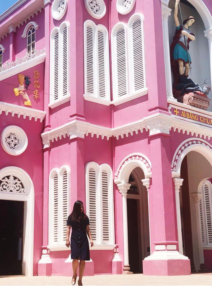 Nhà thờ màu tím, hồng nổi bật giữa nền trời ở Nghệ An Ảnh 10