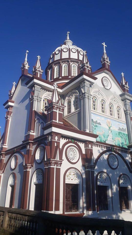 Nhà thờ màu tím, hồng nổi bật giữa nền trời ở Nghệ An Ảnh 11