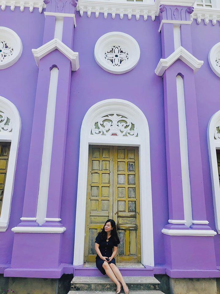 Nhà thờ màu tím, hồng nổi bật giữa nền trời ở Nghệ An Ảnh 6