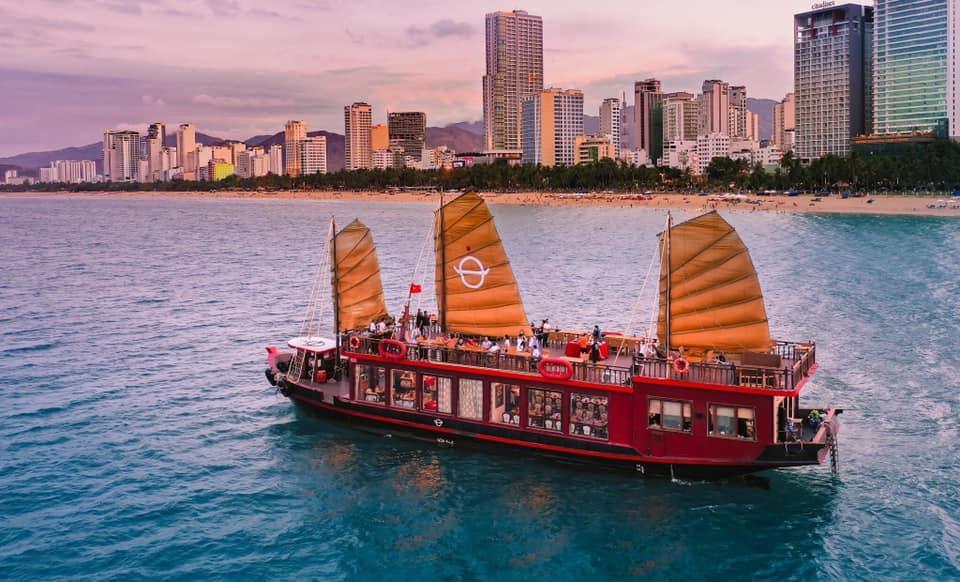 Emperor Cruises - Du thuyền trên vịnh Nha Trang nhận giải thưởng TripAdvisor 2020 Ảnh 1