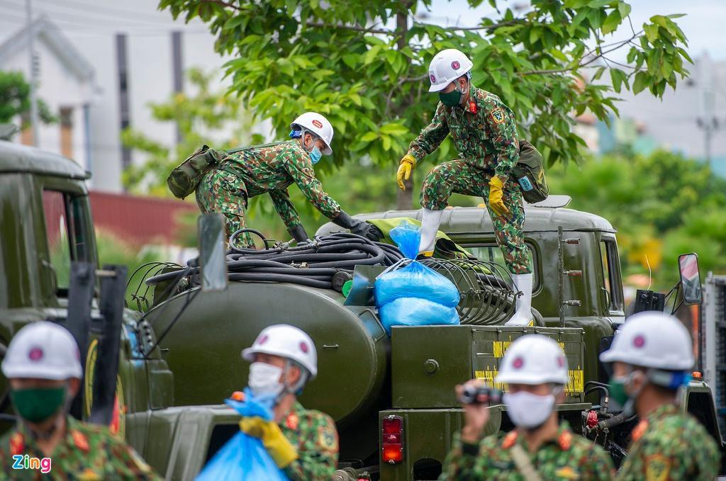 7 xe chuyên dụng trong đợt phun hóa chất quy mô lớn nhất tại Đà Nẵng Ảnh 2
