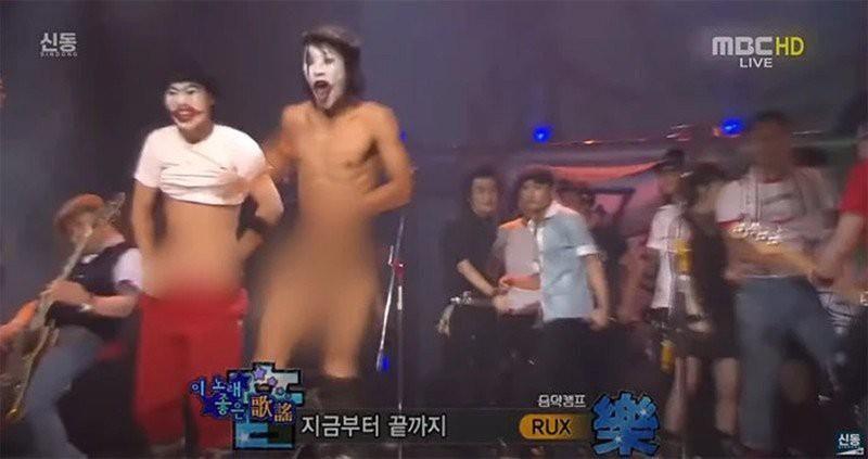 Sự cố phát sóng xấu hổ nhất Hàn Quốc: Nghệ sĩ tụt quần trên sân khấu trực tiếp Ảnh 1