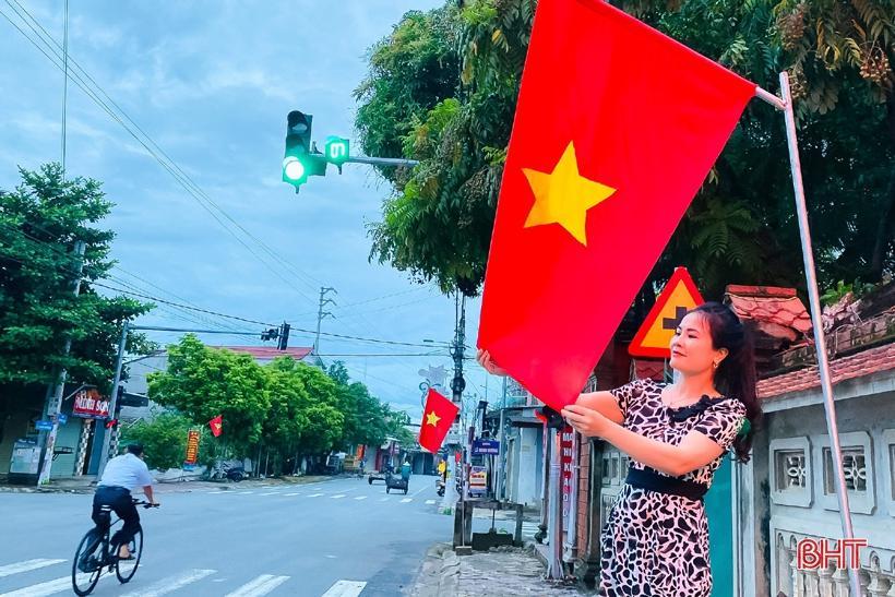 Hương Sơn rực rỡ cờ hoa trước ngày hội lớn Ảnh 3
