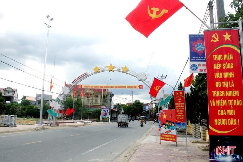 Hương Sơn rực rỡ cờ hoa trước ngày hội lớn Ảnh 4