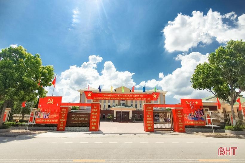 Hương Sơn rực rỡ cờ hoa trước ngày hội lớn Ảnh 9