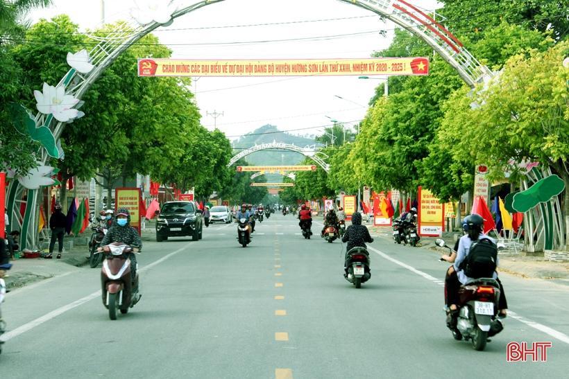 Hương Sơn rực rỡ cờ hoa trước ngày hội lớn Ảnh 2