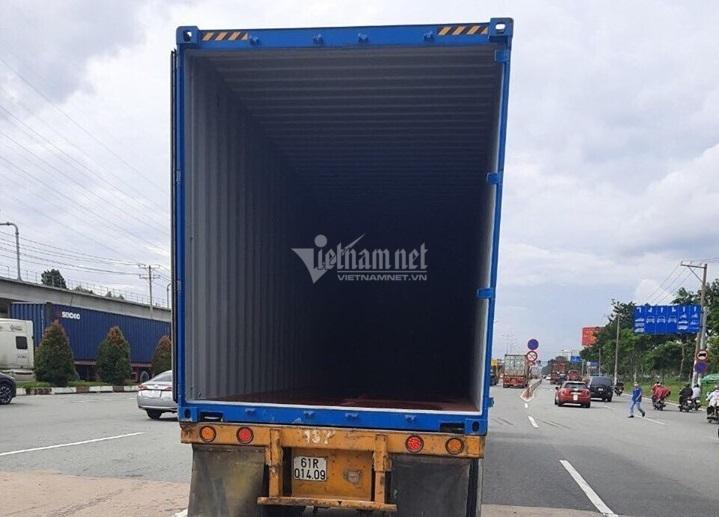 Cửa thùng xe container đập nát cabin trạm thu phí ở Sài Gòn Ảnh 2