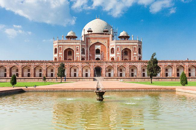 Du khách ngẩn ngơ trước những lăng mộ cổ đẹp và ấn tượng nhất thế giới Ảnh 1