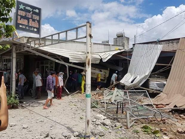Bình Dương: Xe ben lao vào 3 nhà dân, nhiều người bị thương Ảnh 1